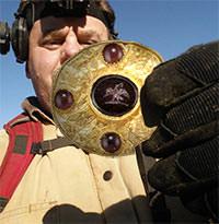 A ROMAN GOLD AND GARNET DISK - AD 200-400